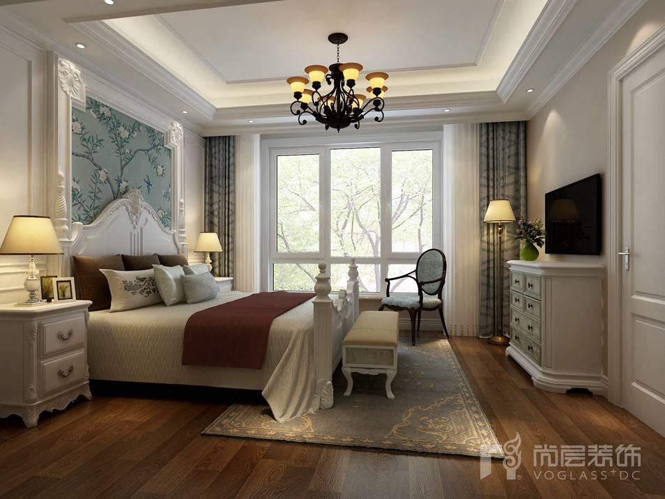 沉稳的木色餐桌辅以清新的孔雀绿墙板,更是将这放松与和谐的感受无限
