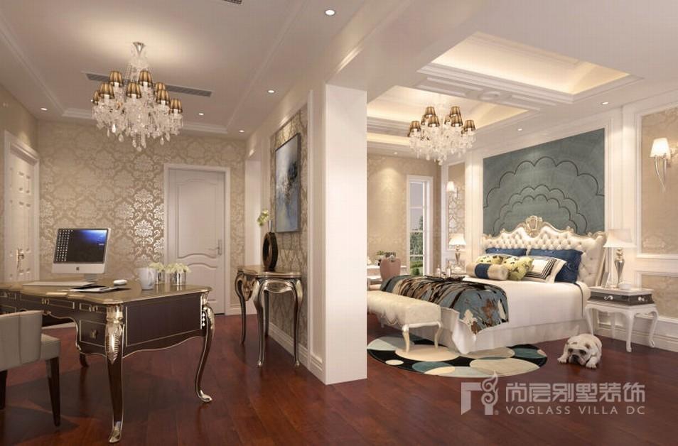 米色墙纸,别墅装修实景效果图中的床头背景设计师用色系软包对整个